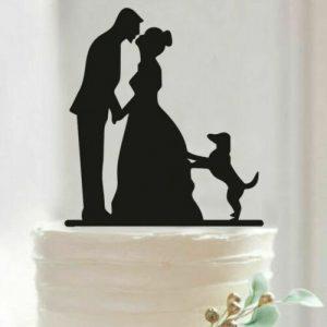 Mladenci i pas ukras za tortu